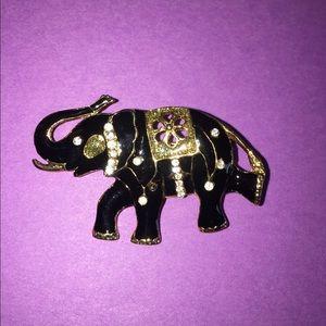 Jewelry - Vintage elephant brooch